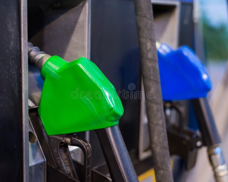 Download El Surtidor De Gasolina Equipa Con Inyector La Estación Imagen de archivo - Imagen de gasolina, industria: 42442255