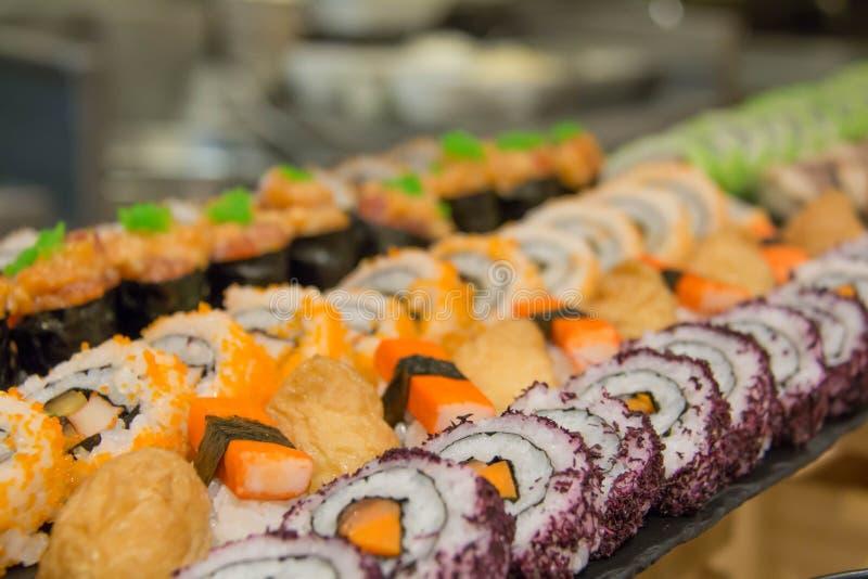 El sushi delicioso del maki rueda la comida japonesa imagen de archivo