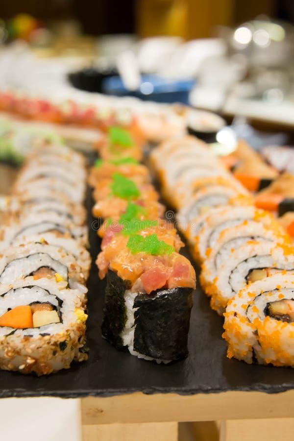 El sushi delicioso del maki rueda la comida japonesa fotos de archivo libres de regalías