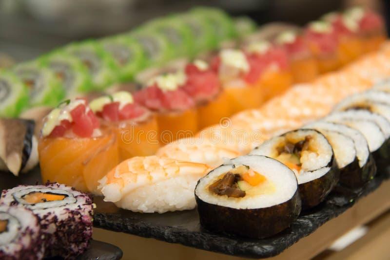 El sushi delicioso del maki rueda la comida japonesa imagen de archivo libre de regalías