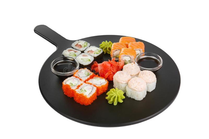 El sushi, rollos en un blanco aisló el fondo foto de archivo libre de regalías