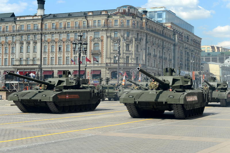 El T-14 Armata es tanque de batalla principal avanzado ruso de la siguiente generación basada en la plataforma universal del comb imagenes de archivo