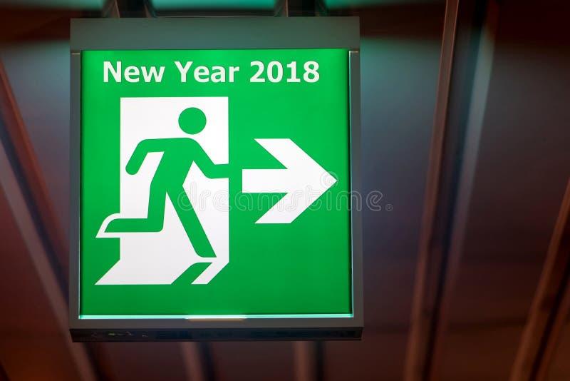 El tablero que señala manera al Año Nuevo 2018 fotos de archivo libres de regalías