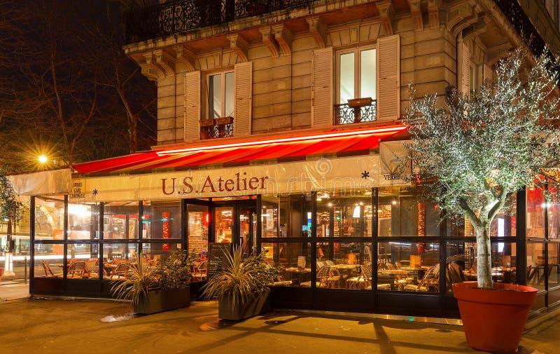 El taller Francés-americano de los E.E.U.U. del café localizó cerca del cuadrado del Bastille, París, Francia fotos de archivo libres de regalías