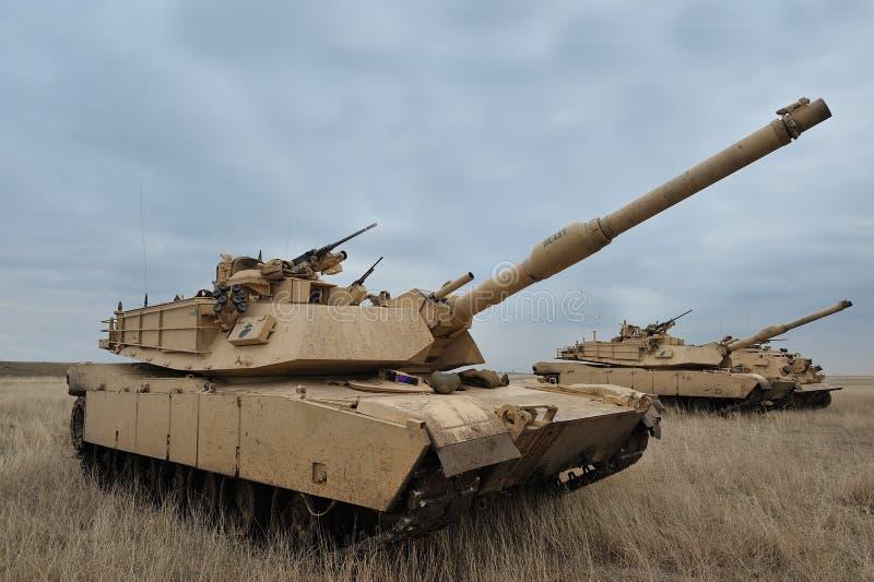 El tanque Abrams A1M1 de los E.E.U.U. en polígono militar en el lince del platino del ejercicio fotos de archivo