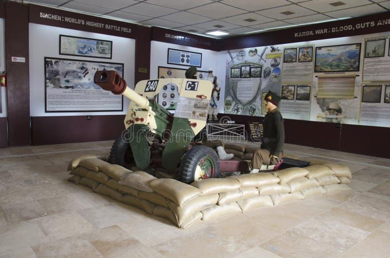 El tanque con un soldado, museo de la guerra, Jaisalmer, Rajasthán, la India imagen de archivo