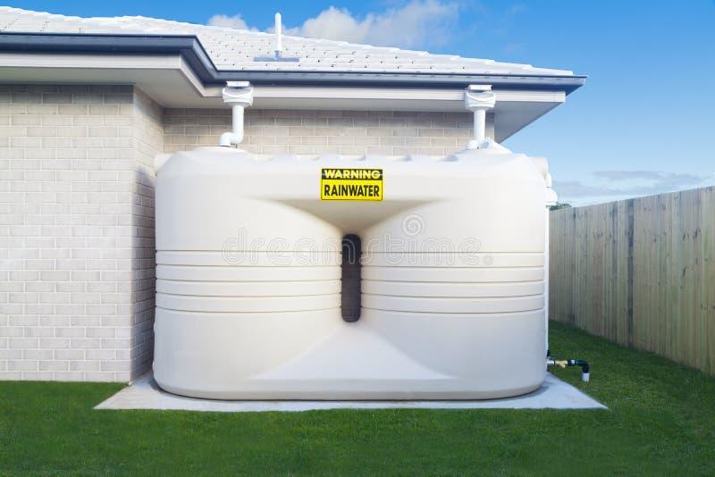 El tanque de agua de lluvia fotos de archivo