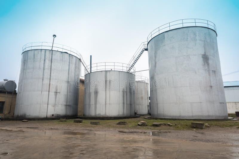 El tanque de almacenamiento de aceite de semilla de algodón foto de archivo
