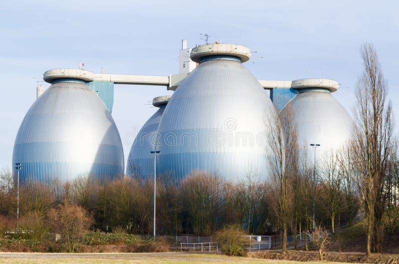 El tanque de digestión, torres de la digestión imagen de archivo libre de regalías