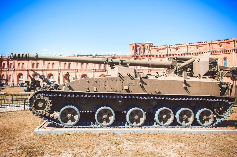 El tanque de los militares de la guerra fría fotos de archivo