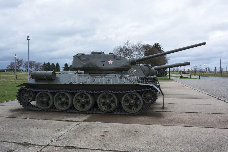 El tanque medio T-34 de un Kurgan complejo conmemorativo Slavy Minsk, sea imagen de archivo