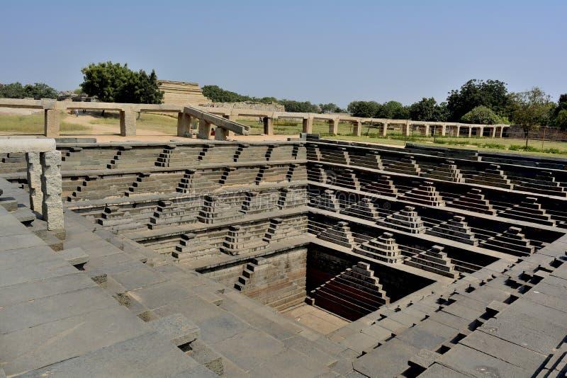 El tanque octogonal en Hampi - Pushkarani foto de archivo