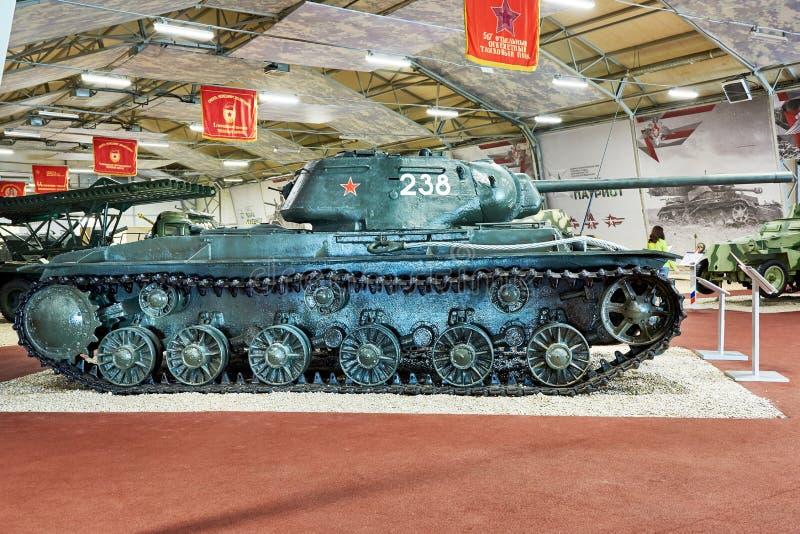 El tanque pesado ruso KV-85 imagenes de archivo