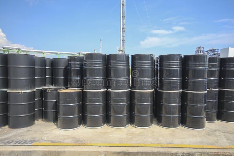 El tanque químico en yarda del almacenamiento imágenes de archivo libres de regalías