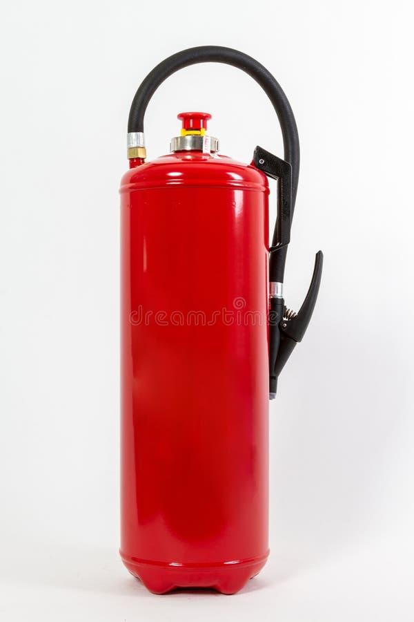 El tanque rojo químico del extintor aislado en el backgroun blanco fotografía de archivo libre de regalías