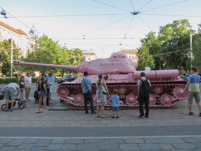 El tanque rosado en Brno fotografía de archivo libre de regalías