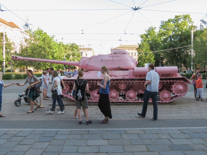El tanque rosado en Brno imagen de archivo libre de regalías