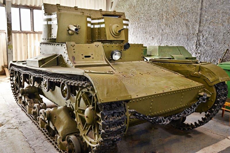 El tanque soviético T-26 de la gemelo-torrecilla de la infantería ligera fotografía de archivo