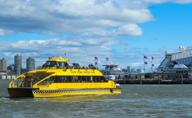 El taxi del agua de Nueva York imágenes de archivo libres de regalías