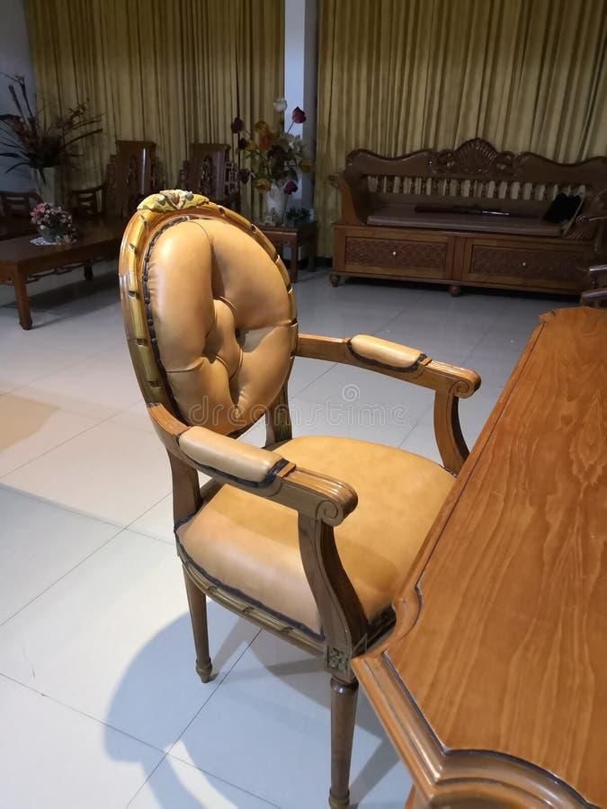 El Teakwood o el Tectona Grandis es una madera dura tropical usada para los muebles interiores de alta calidad, especialmente en  fotografía de archivo libre de regalías