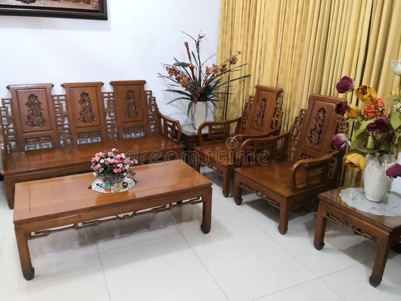 El Teakwood o el Tectona Grandis es una madera dura tropical usada para los muebles interiores de alta calidad, especialmente en  foto de archivo