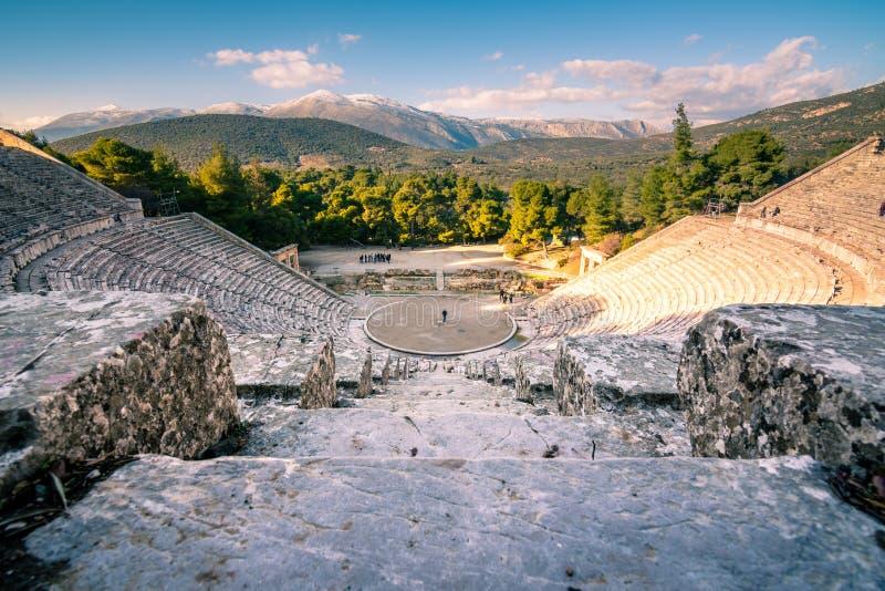 El teatro antiguo de Epidaurus o del ` de Epidavros del `, prefectura de Argolida, Peloponeso imagenes de archivo