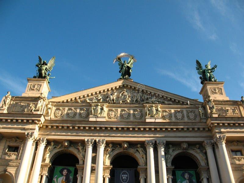 El teatro de la ópera en el centro de Lviv fotos de archivo libres de regalías