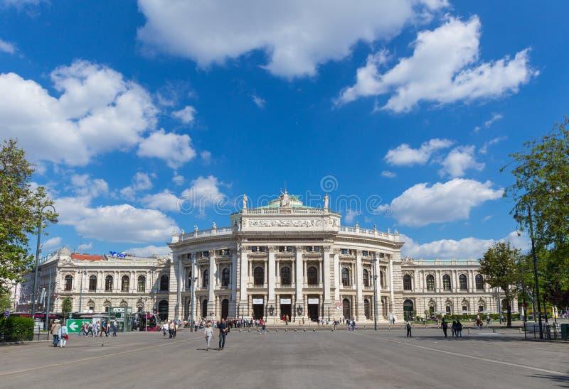 El teatro del Burg en Viena, Austria imagenes de archivo