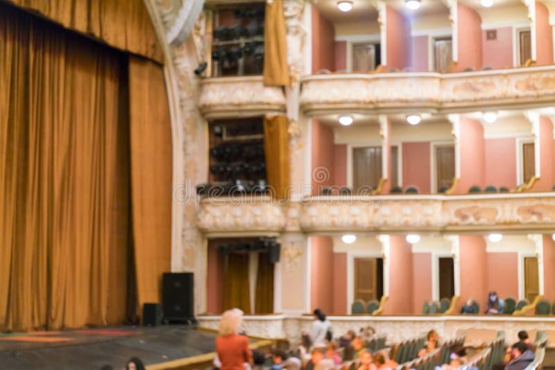 El teatro es borroso Pasillo grande del teatro, borroso imagen de archivo