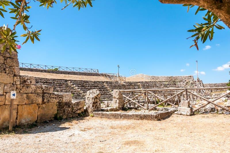 El teatro griego en el Akrai antiguo foto de archivo libre de regalías