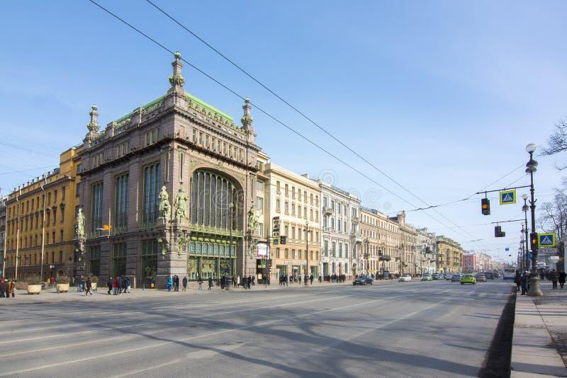 El teatro y Nevsky de la comedia de Akimova prospectan, St Petersburg, Rusia fotos de archivo