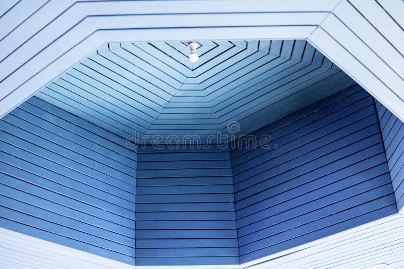 El techo azul es hermoso y cómodo fotografía de archivo