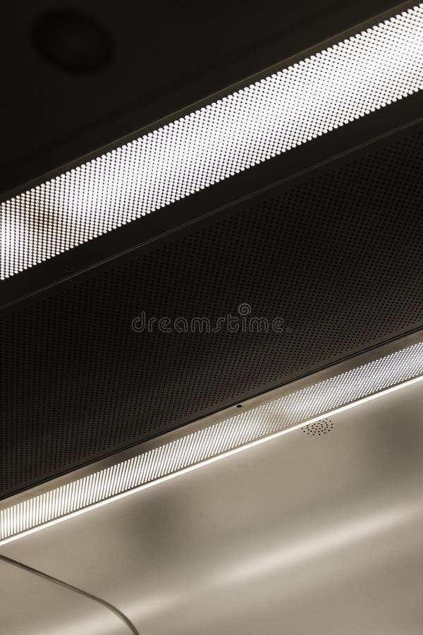 El techo dentro de un ariplane imagenes de archivo