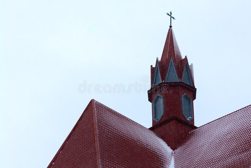 El tejado de la iglesia católica moderna fotos de archivo