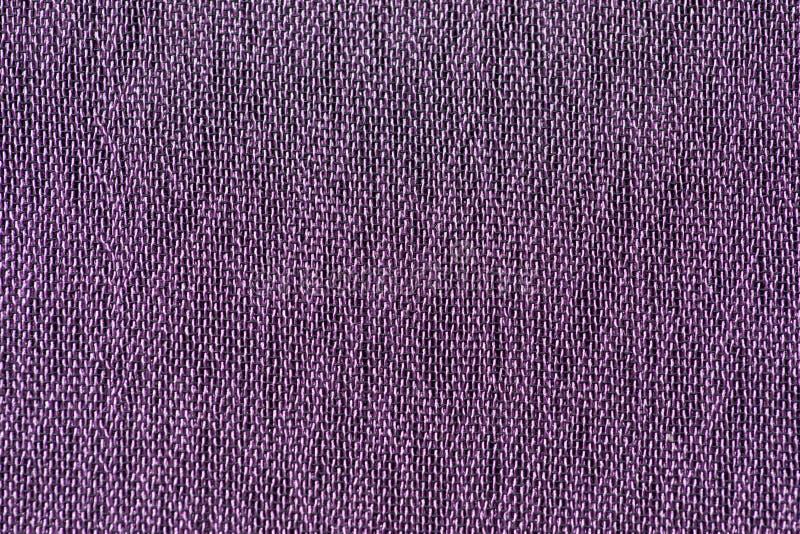 El tejido de la tela de los hilos de la violeta y del negro modela el primer macro foto de archivo libre de regalías