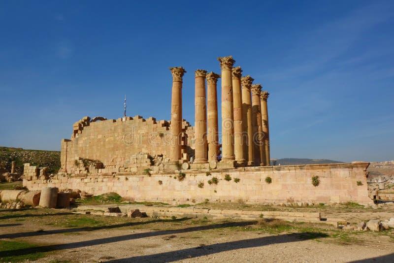 El Templo de Artemisa en la ciudad romana antigua de Gerasa, Jerash, Jordania, Oriente Medio imagenes de archivo