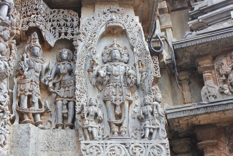 El templo de Hoysaleswara fuera de la pared talló con la escultura de Lord Brahma God de la creación imágenes de archivo libres de regalías