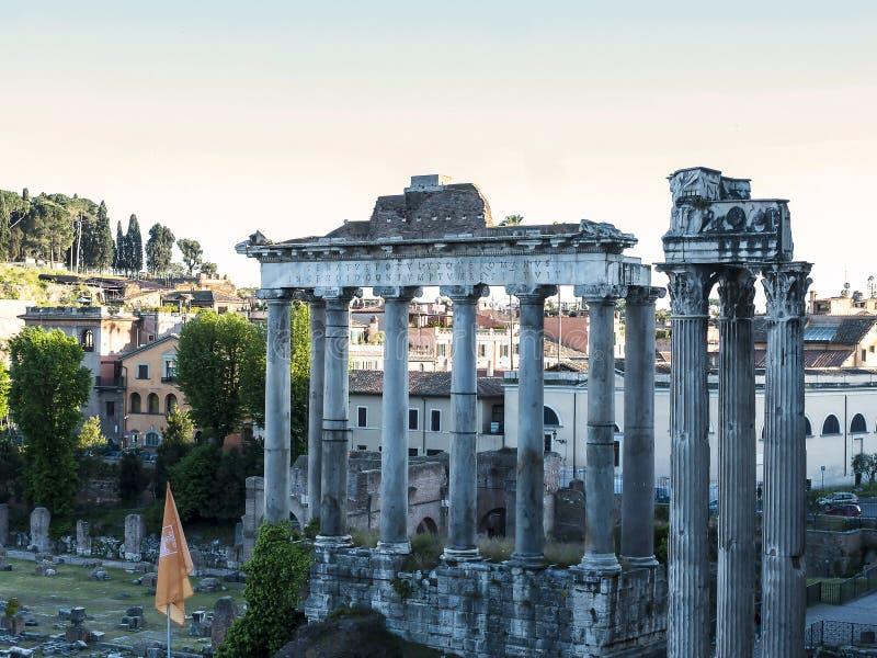 El templo de Júpiter en el foro antiguo de la ciudad de Roma Italia imágenes de archivo libres de regalías