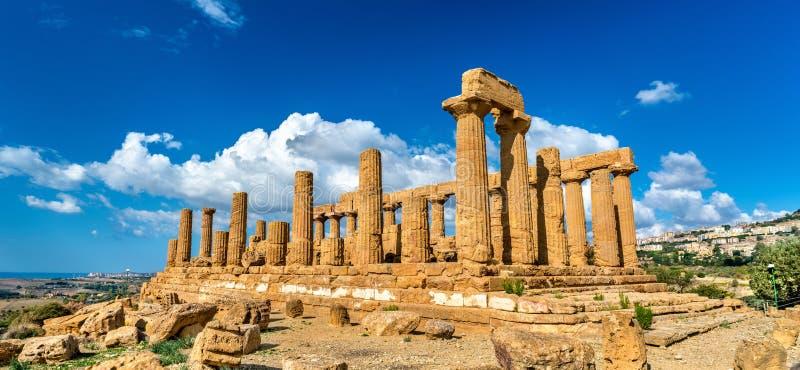 El templo de Juno en el valle de los templos en Agrigento, Sicilia fotografía de archivo libre de regalías