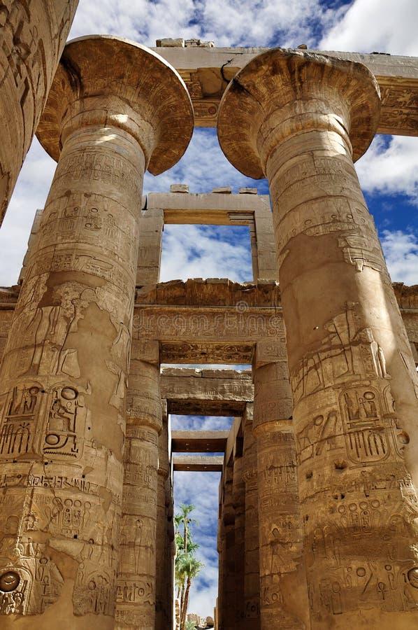 El templo de Karnak Columnas en el gran hipóstilo, Luxor, Egipto imágenes de archivo libres de regalías