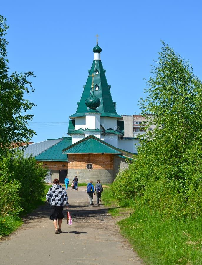 El templo de Nicholas The Wonderworker en día de verano Acuerdo de Volzhsky, Rybinsk, región de Yaroslavl fotografía de archivo libre de regalías