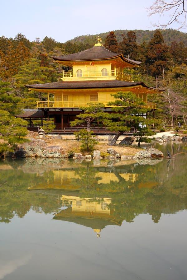 El templo de oro famoso de Kinkakuji del pabellón fotografía de archivo