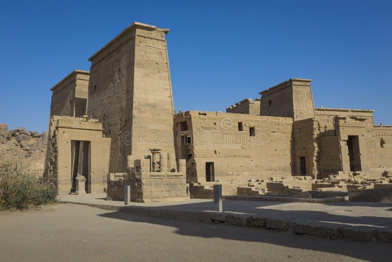 El templo de Philae en la isla de Agilkia en el lago Nasser cerca de Asuán, E foto de archivo