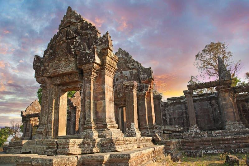 El templo de Preah Vihear está situado en un ambiente agradable con un campo atractivo al este de la mediados de sección del hace imágenes de archivo libres de regalías