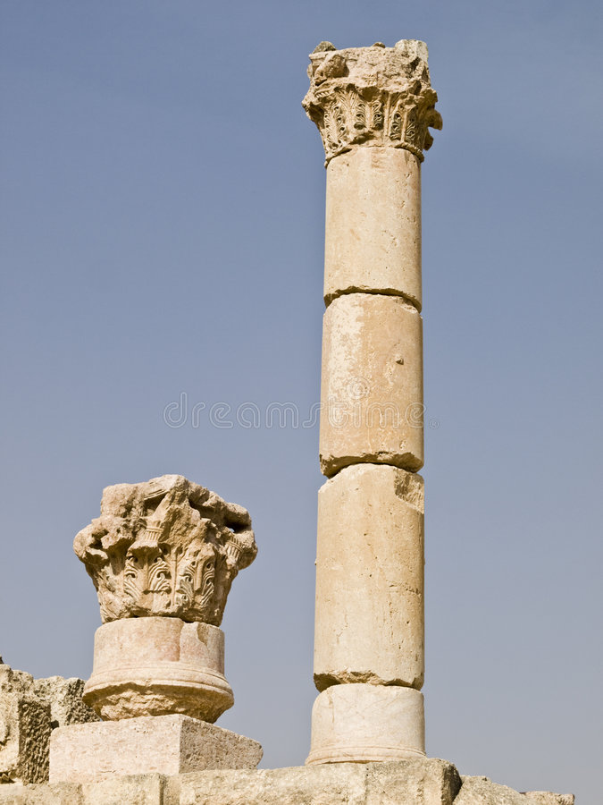 El templo del Zeus permanece, Jerash imagen de archivo
