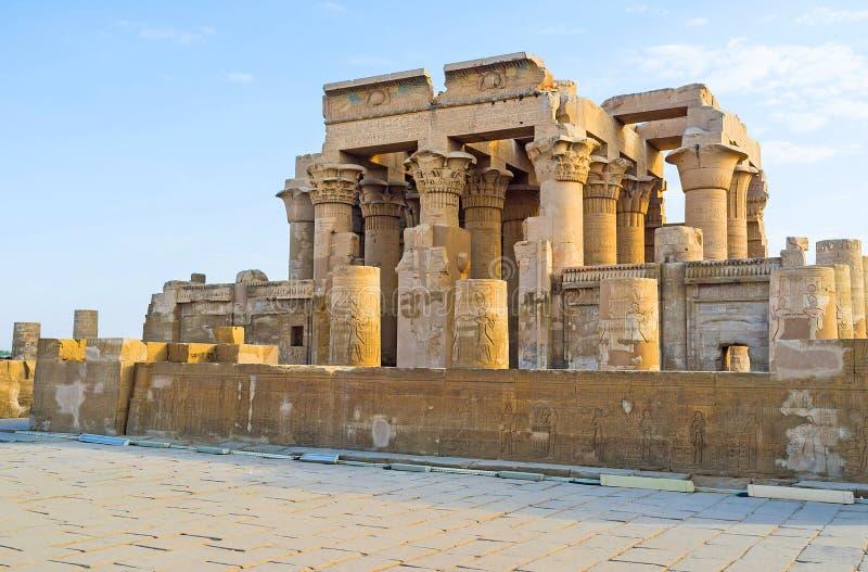 El templo en Nile River imagen de archivo