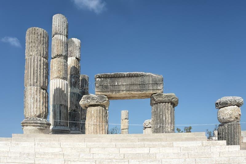 El templo iónico en Smintheion, un santuario de Apolo imagenes de archivo