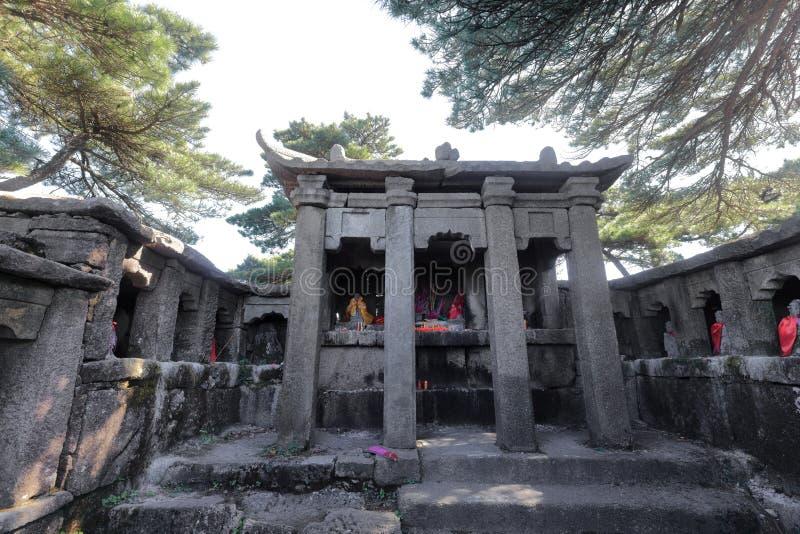 El templo sanqingguan del taoist en la montaña sanqingshan, adobe rgb fotografía de archivo