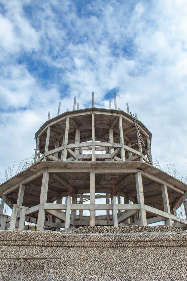 El templo se está construyendo y se está adornando con los restos fósiles de la cáscara en Wat Chedi Hoi en Nonthaburi foto de archivo