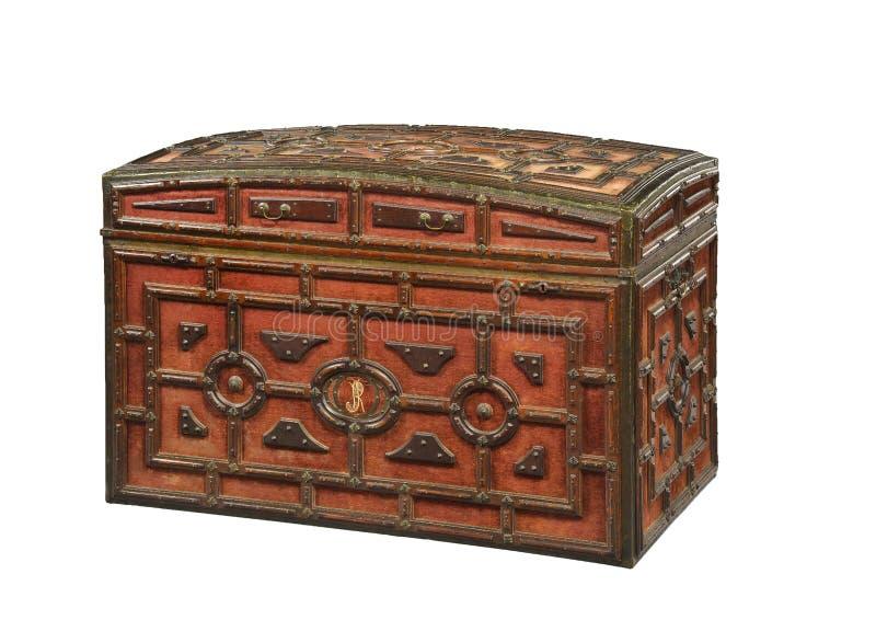 El terciopelo rojo cubrió la antigüedad vieja del pecho del tronco imagen de archivo libre de regalías